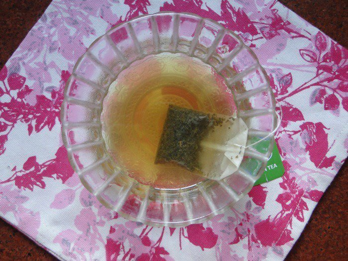 Green tea ice cubes for acne
