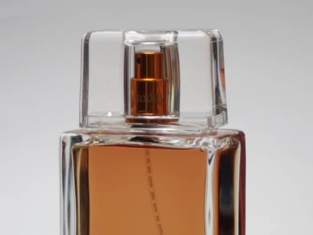 identify fake perfume-How to tell if your fragrance is real or fake